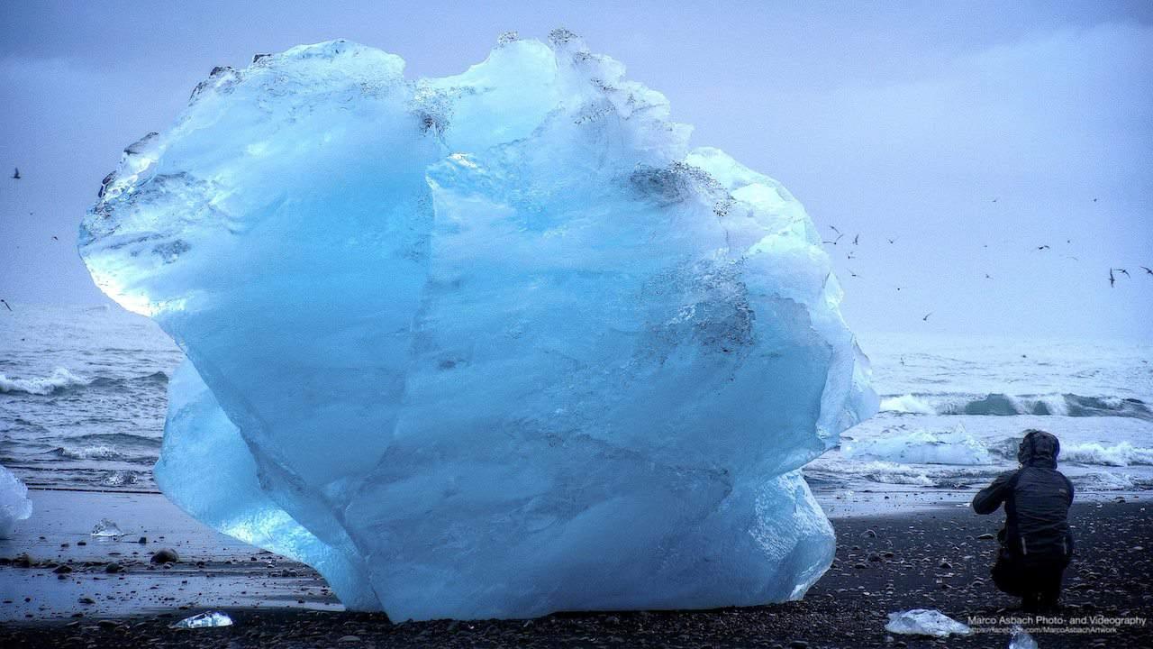 Gewaltiger Eisbrocken vom Jökulsárlón